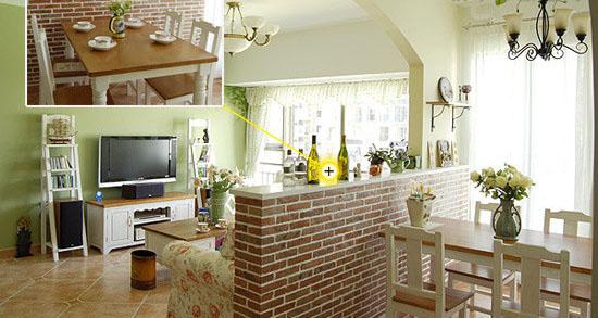 """步骤详解 确定设计图、量好尺寸以后,把入户花园和客厅之间的墙敲掉?#35805;耄?#22914;果花园太狭窄的话,可以全部敲掉、往客厅方向移一点重新砌墙,增加花园面积。入户花园?#35805;?#37117;有窗户,光线很好,因此建议设计半墙隔断,可增加客厅的光线,也让改造后的""""花园""""看上去更大。"""